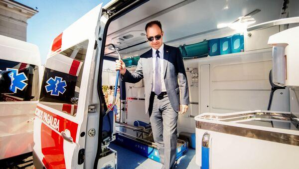 Министр здравоохранения Аурелиюс Верига в машине скорой помощи, архивное фото - Sputnik Latvija