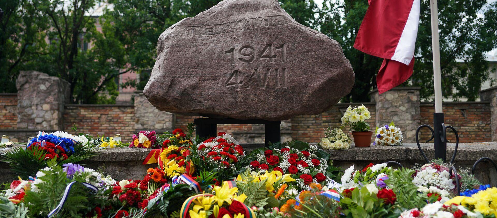 Траурное мероприятие у стен сгоревшей Рижской хоральной синагоги в День памяти жертв геноцида еврейского народа - Sputnik Latvija, 1920, 21.07.2020