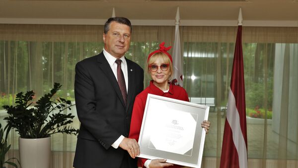 Лайма Вайкуле получила Почетную грамоту президента Латвии - Sputnik Латвия