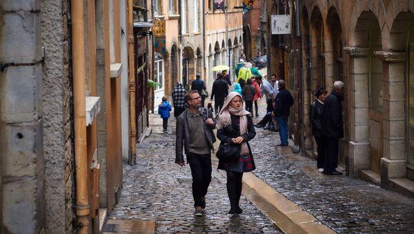 Туристы в городе Лион во Франции - Sputnik Латвия