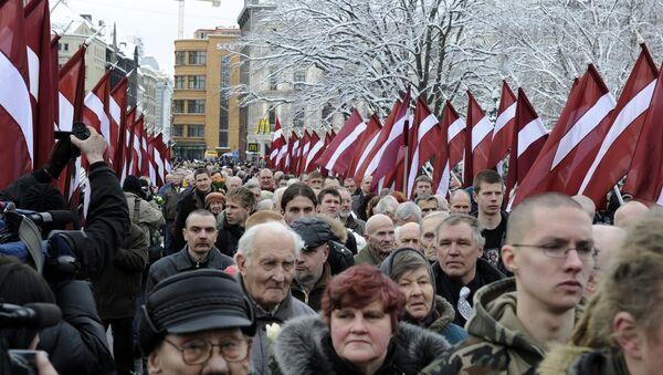 Шествие у памятника Свободы в центре Риги - Sputnik Латвия