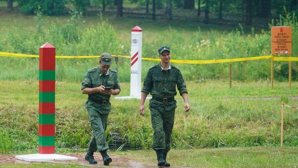 Российские военнослужащие на границе России и Латвии - Sputnik Latvija