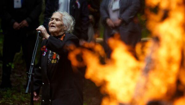 Ветераны войны зажгли партизанский костер - Sputnik Латвия