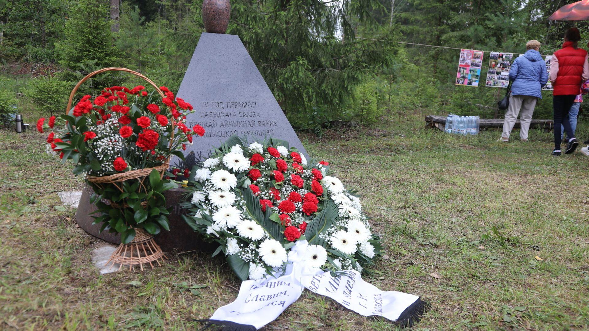 Памятник в честь семидесятилетия победы Советского Союза в Великой Отечественной войне - Sputnik Латвия, 1920, 04.07.2021