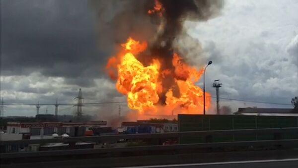 Очевидец снял на видео крупный пожар на ТЭЦ вблизи Москвы - Sputnik Латвия