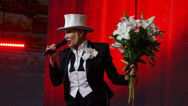 Хозяйка фестиваля - Лайма Вайкуле - в завершении первой части концерта исполнила песню Аллы Пугачевой Мэри - Sputnik Латвия