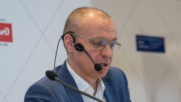 Российский гроссмейстер, шахматный эксперт, один из ведущих шахматных комментаторов  Сергей Шипов - Sputnik Латвия