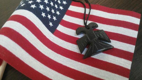 Двуглавый орел на флаге США - Sputnik Latvija