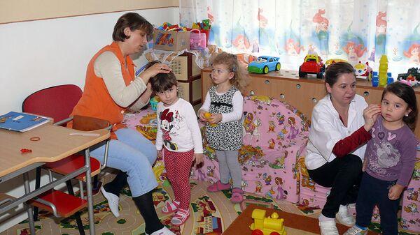Дети и воспитатели в детском саду - Sputnik Latvija