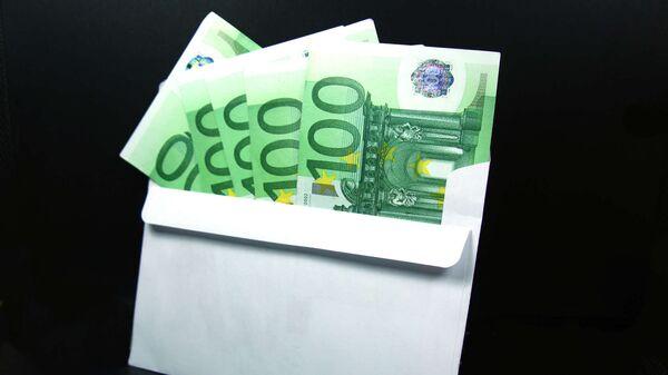 Купюры евро в конверте - Sputnik Латвия