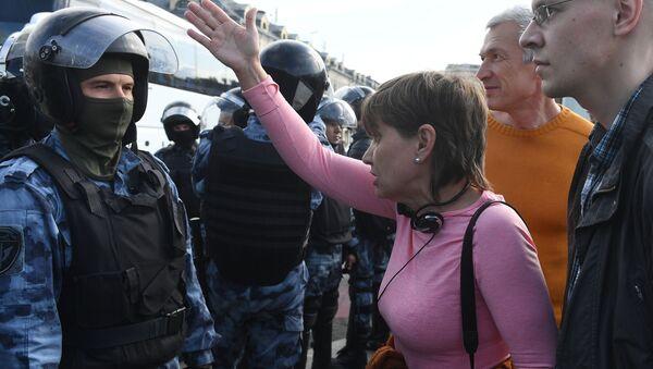 Несанкционированная акция в поддержку незарегистрированных кандидатов в Мосгордуму - Sputnik Latvija