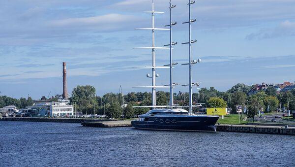 Яхта Черная жемчужина в рижском порту - Sputnik Latvija