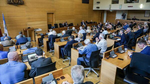 Заседание Рижской думы и вопросы кандидату в мэры Риги Олегу Бурову  - Sputnik Латвия