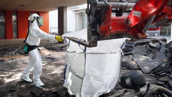 Маленький Чернобыль: последствия пожара в соборе Нотр-Дам - Sputnik Латвия