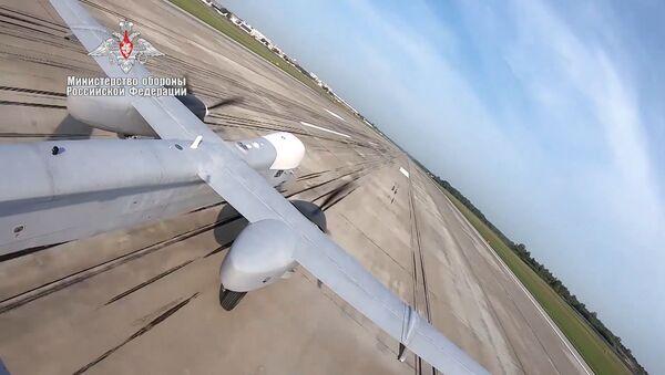 Первый полет нового тяжелого беспилотника РФ - видео - Sputnik Latvija