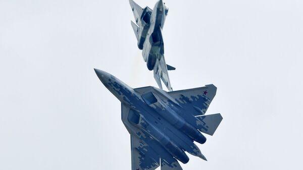 Российские многофункциональные истребители пятого поколения Су-57 - Sputnik Латвия