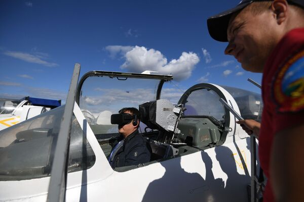 Тренажер самолета Л-39 альбатрос на Международном авиационно-космическом салоне МАКС-2019 в подмосковном Жуковском - Sputnik Латвия