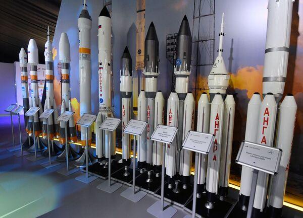 Макеты российских ракет-носителей на Международном авиационно-космическом салоне МАКС-2019  - Sputnik Латвия