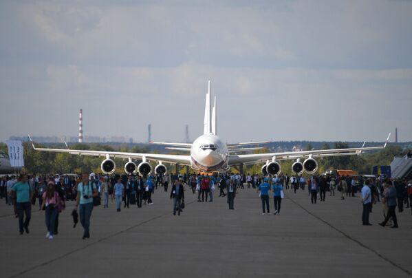 Советский и российский пассажирский широкофюзеляжный самолет Ил-96 на авиасалоне МАКС-2019 - Sputnik Латвия