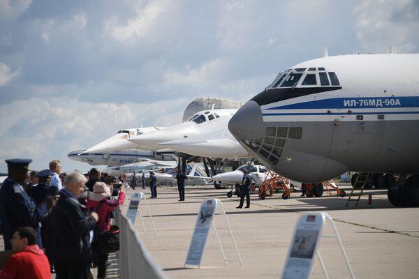 Советский военно-транспортный самолет Ил-76 МД-90А на Международном авиационно-космическом салоне МАКС-2019 в подмосковном Жуковском - Sputnik Латвия