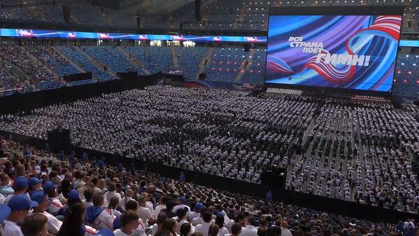 Более 40 тысяч человек исполнили гимн России в Петербурге - Sputnik Латвия