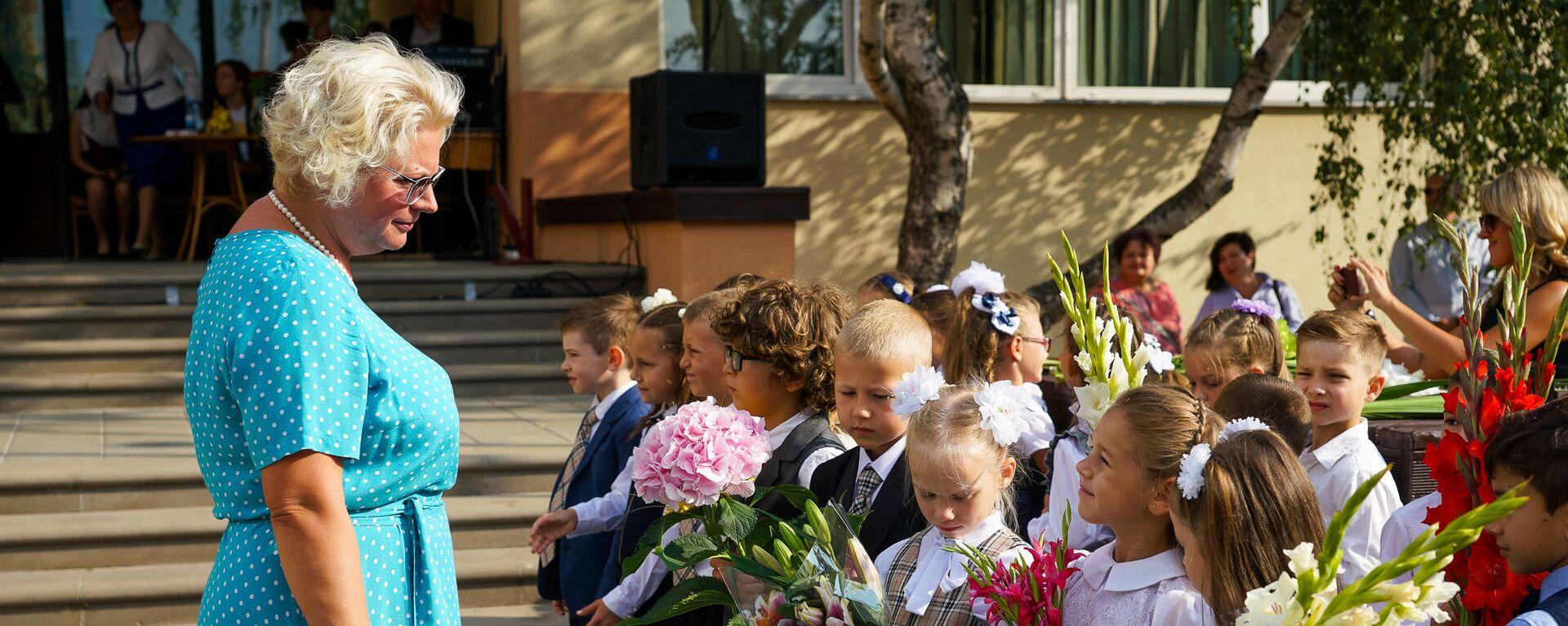 Zinību diena Rīgas vidusskolā №88 - Sputnik Latvija, 1920, 22.07.2021