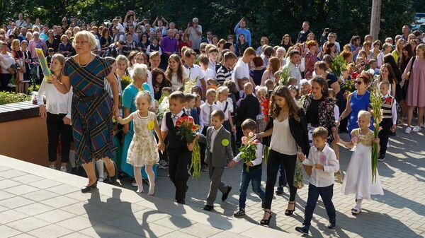 День знаний в Рижской средней школе №88 - Sputnik Latvija