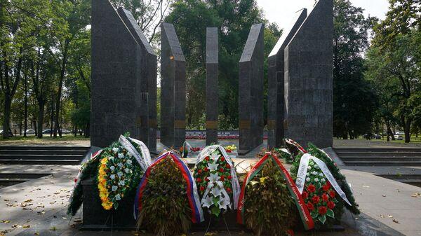 Мемориал воинам-освободителям Даугавпилса в Парке Дубровина - Sputnik Латвия