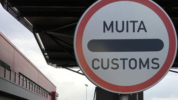 Знак на таможенном посту на границе Латвия - Россия - Sputnik Латвия