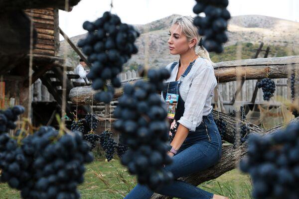 Vīnogu svētki Krimā - Sputnik Latvija