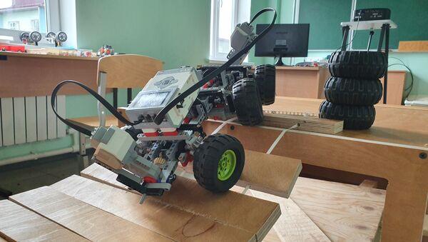Управляемая модель, сконструированная на уроке робототехники - Sputnik Латвия
