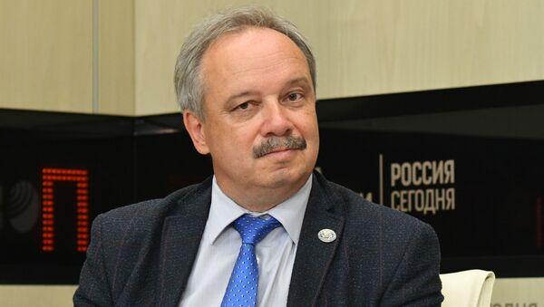 Доцент, ученый секретарь Балтийского федерального университета имени Иммануила Канта Юрий Зверев - Sputnik Латвия