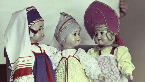 Куклы в национальных костюмах - Sputnik Латвия
