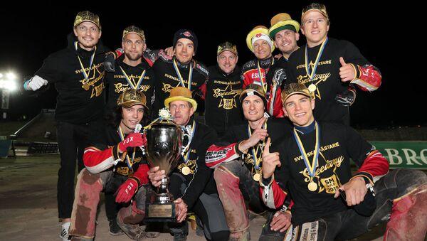 Ведущий латвийский спидвеист Анджей Лебедев в составе команды Смедерна из Эскельстуна в третий раз за карьеру стал чемпионом Швеции. - Sputnik Латвия