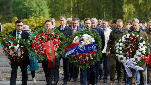 Памятная церемония, посвященная 75-й годовщине освобождения концентрационного лагеря в Саласпилсе - Sputnik Latvija