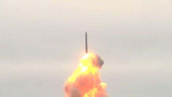 Учебно-боевой пуск межконтинентальной баллистической ракеты «Тополь-М» - Sputnik Латвия