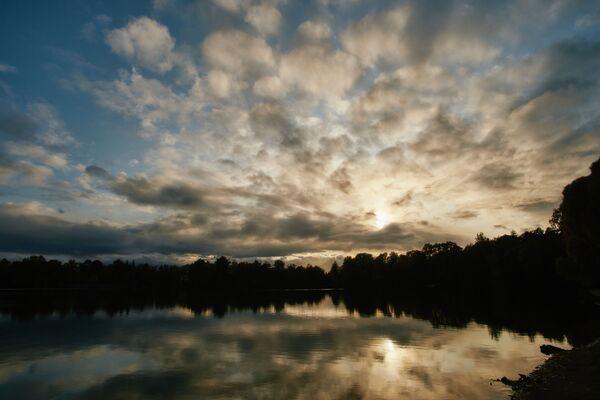 Закат на Суздальских озерах в Санкт-Петербурге - Sputnik Латвия