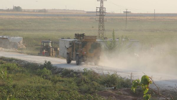 Бронеавтомобиль Kirpi вооруженных сил Турции в районе Акчакале на турецко-сирийской границе - Sputnik Latvija