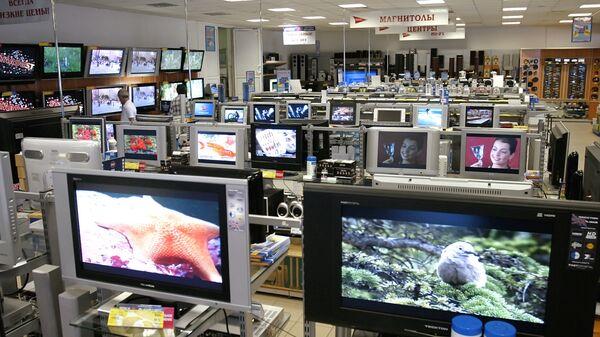 Телевизоры в магазине. Архивное фото - Sputnik Латвия