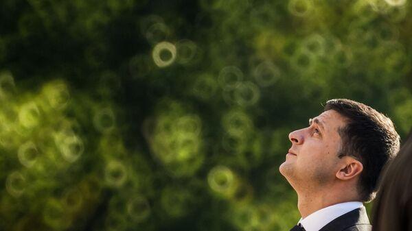 Визит президента Украины Владимира Зеленского в Латвию. Владимир Зеленский и Эгилс Левитс возложили цветы к памятнику Свободы в Риге - Sputnik Латвия