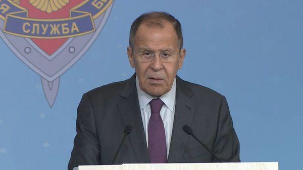 США развязали новый вооруженный конфликт! Лавров говорит о взрывоопасной политике - Sputnik Latvija