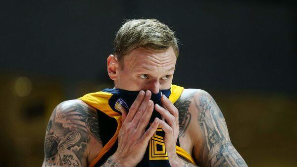 Баскетболист Химок Янис Тимма в игре против греческого Панатинаикоса - Sputnik Латвия