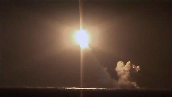 Пуск ракеты Булава с атомной подлодки Князь Владимир - видео - Sputnik Латвия