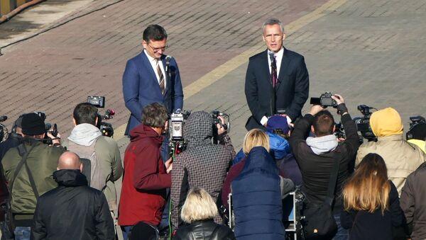 Визит генсека НАТО Й. Столтенберга на Украину - Sputnik Latvija