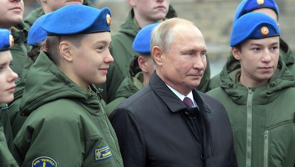 Президент РФ Владимир Путин в День народного единства на Красной площади - Sputnik Латвия