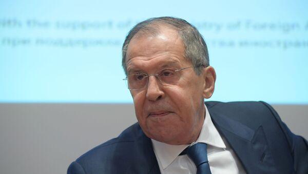 Лавров назвал причины дискриминации российских СМИ за рубежом - Sputnik Латвия
