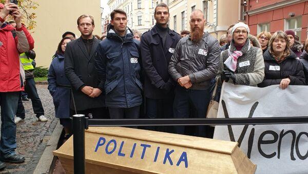 Акция протеста медиков возле здания Сейма в Риге - Sputnik Latvija