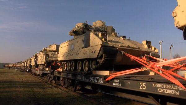 НАТО пытается запугать Россию и успокоить страны Балтии - Sputnik Latvija