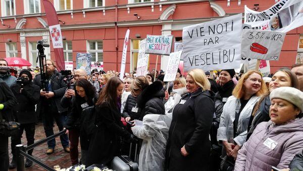 Акция протеста медиков у здания Сейма в Риге - Sputnik Latvija