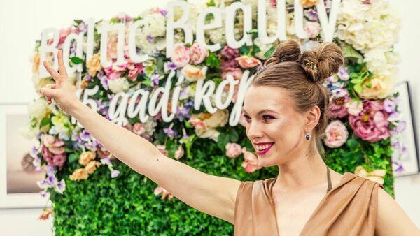 Модные тенденции в макияже представляет латвийская певица Катрина Гупало - Sputnik Латвия